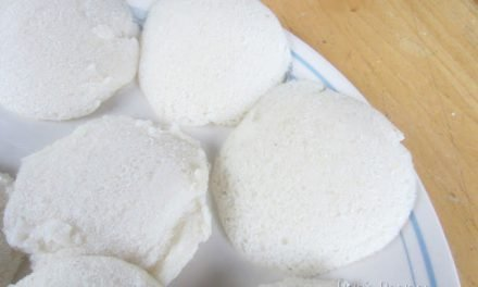 Idli :: Steamed Indian Rice Cakes