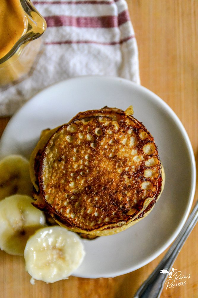 top of baby banana pancakes from raiasreicpes.com