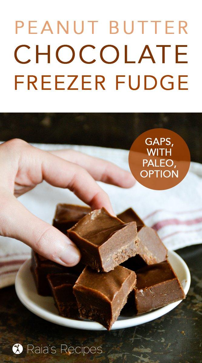 Peanut Butter Chocolate Freezer Fudge :: GAPS, paleo & vegan option #chocolate #peanutbutter #gapsdiet #fudge #summer #healthytreats #cleaneating #paleooption #veganoption