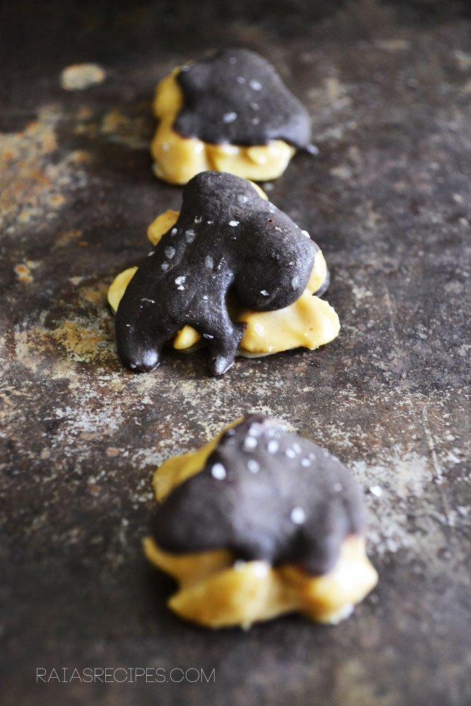 Peanut Butter Turtles| grain, gluten, egg, dairy, and refined sugar-free | RaiasRecipes.com
