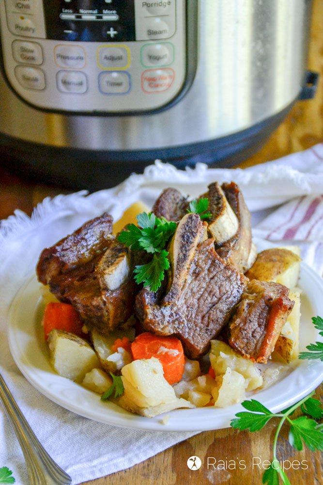 Short ribs in the Instant Pot from raiasrecipes.com