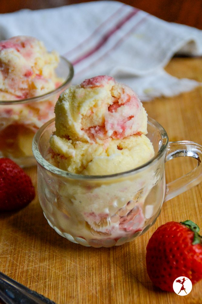 Another shot of probiotic cheesecake ice cream from raiasrecipes.com