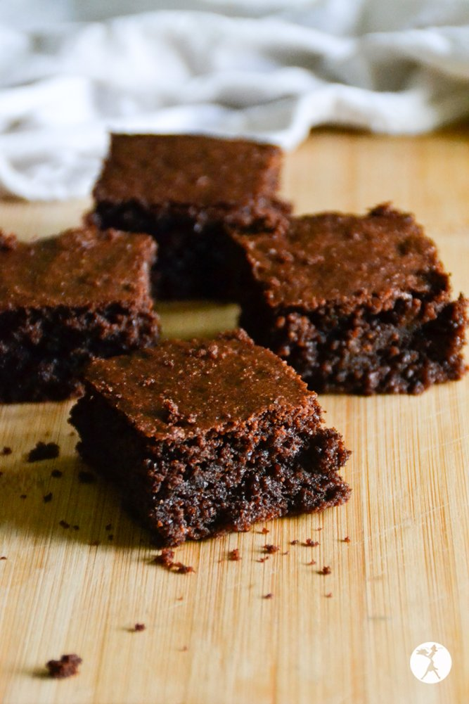 Unstacked dark chocolate almond flour brownies from raiasrecipes.com
