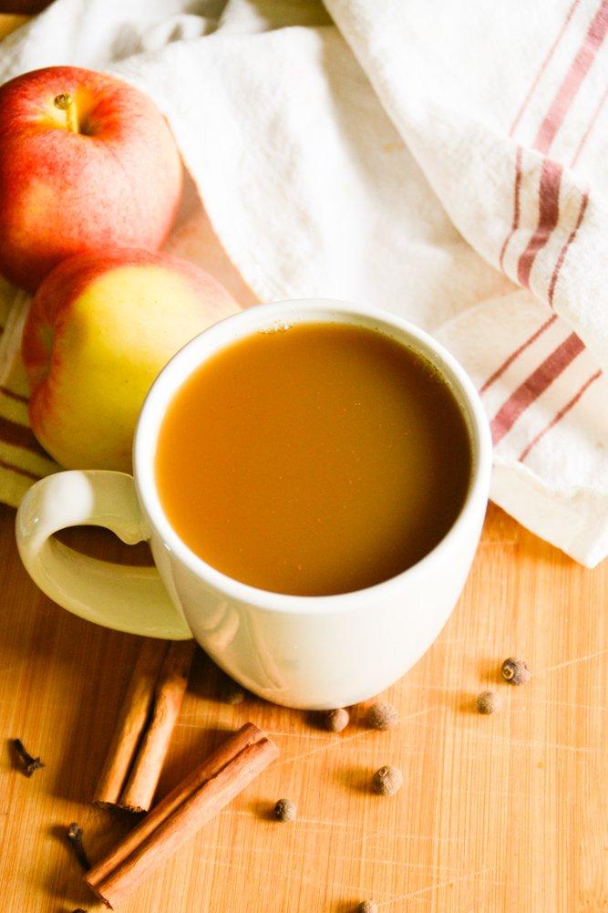 paleo apple cider from raiasrecipes.com