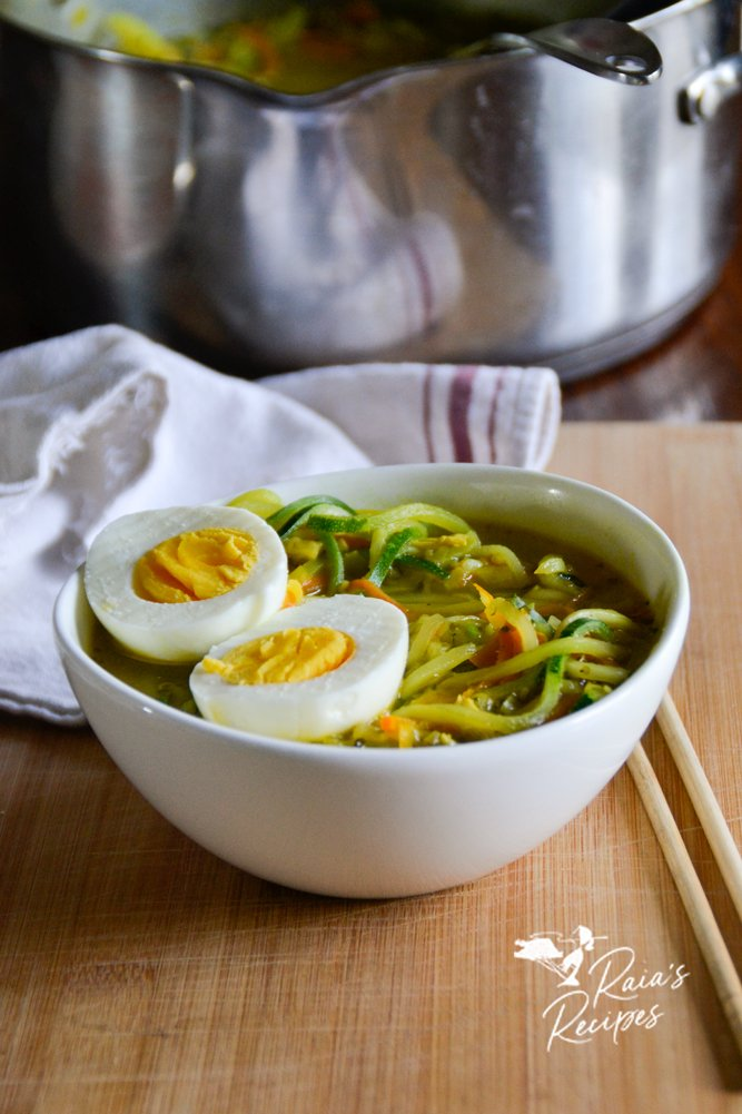 bowl of ramen zoodle soup raiasrecipes.com
